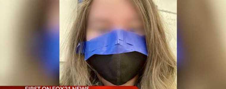 conformiteit-tot-het-uiterste:-ouders-woedend-nadat-leraren-gezichtsmaskers-op-gezichten-van-leerlingen-met-tape-vastplakken