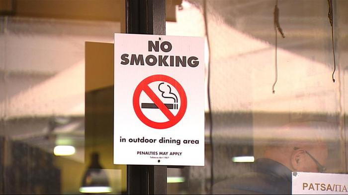 Smokers now a minority in Greece, but ban still flouted