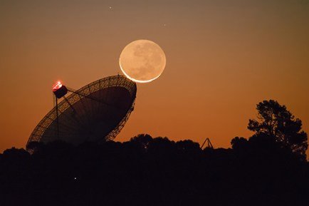 Parkes Radio Telescope with the moon