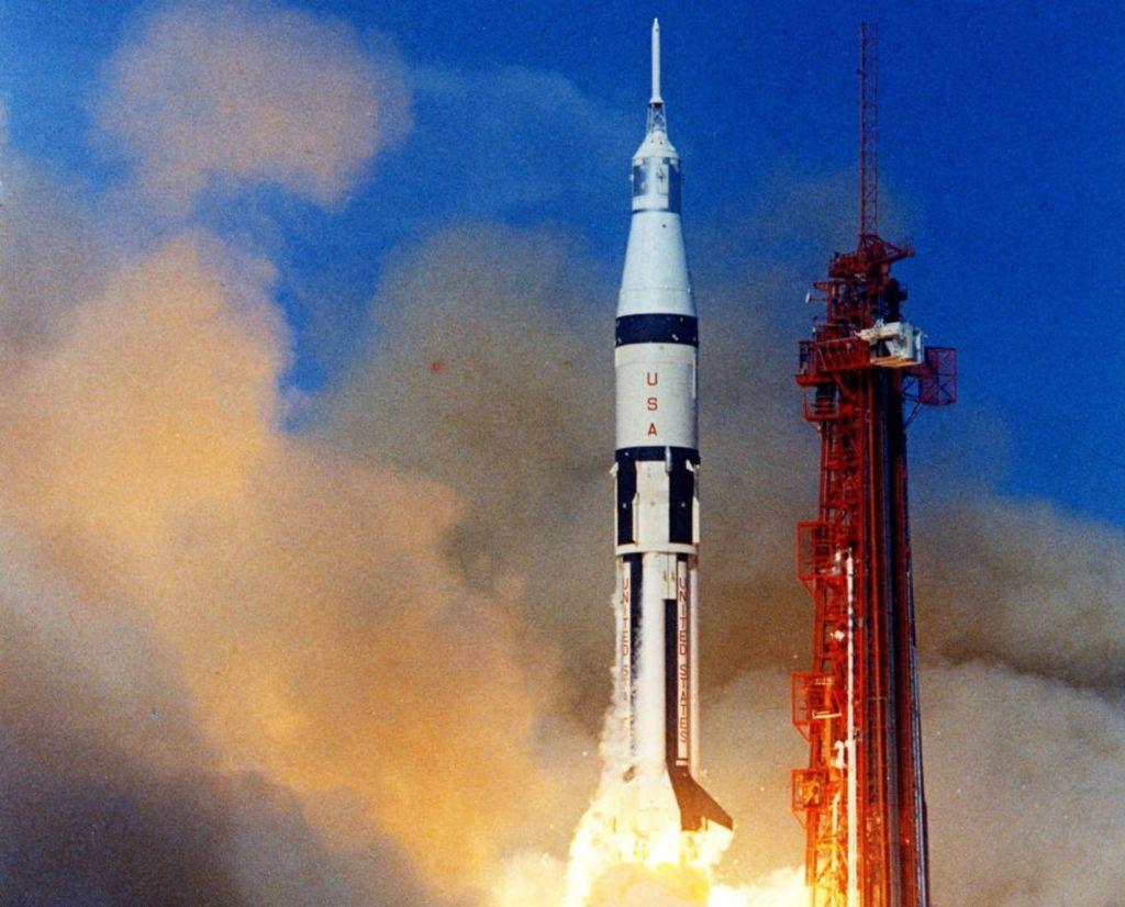 Apollo 11 NASA astronaut Michael Collins dies | KidsNews