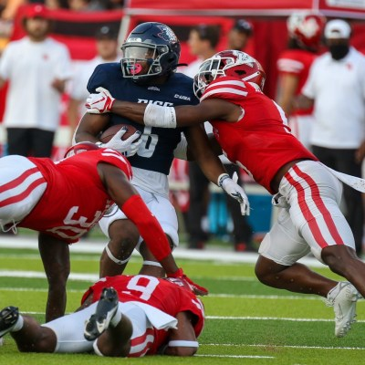 The University of Houston defense collapses on Rice running back Khalan Griffin. The Cougars forced three turnovers in their win against Rice. UH looks to win consecutive games for the first time under Dana Holgorsen. (Courtesy Mario Puente)