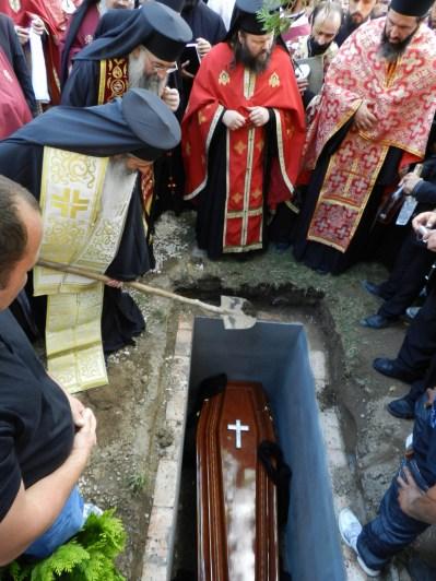 pecetluirea mormantului Parintelui Adrian Fageteanu