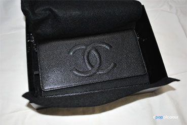 a60ddbbf1dffeb Once you open the felt there is also a piece of felt under the flap to  protect the inside leather.