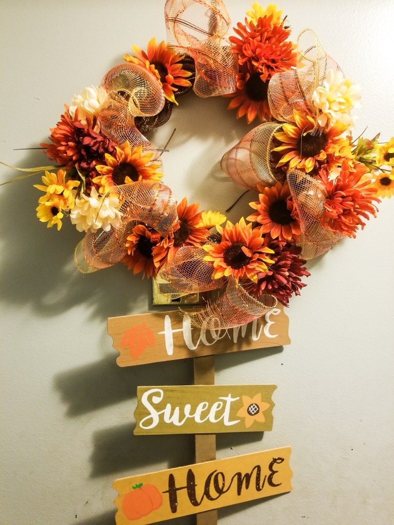 fall diy decor, fall diy crafts, fall diy projects, fall wreath diy, diy fall decor, diy mom crafts, home decor diy, home decor ideas for cheap, front door ideas, cheap fall decor diy, dollar tree crafts, dollar tree diy, wreath for front door, easy diy crafts, wreath ideas