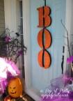 Halloween decorating ideas door Boo