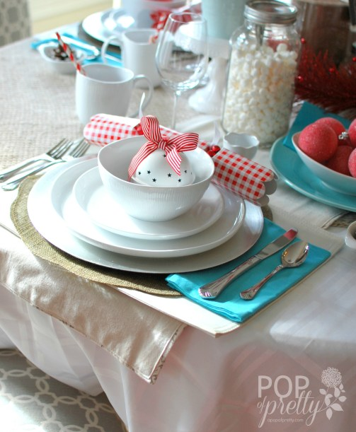 red and aqua Christmas table decor