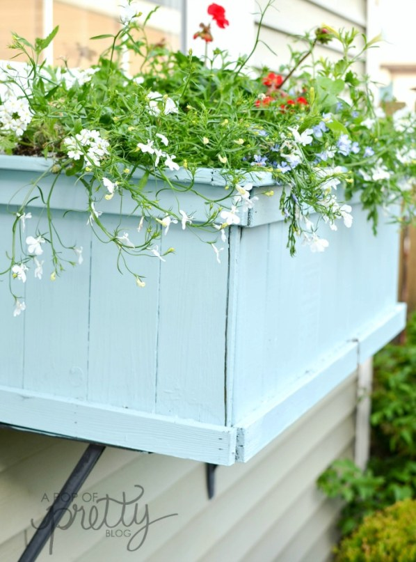 summer decorating - aqua flower box