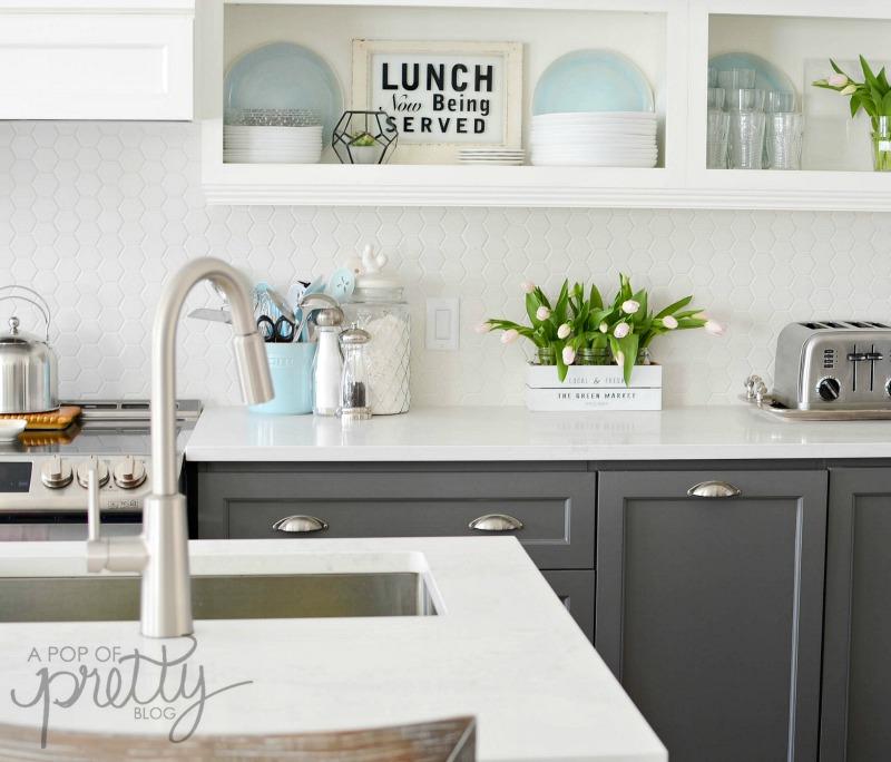 Open shelves in kitchen - built-ins