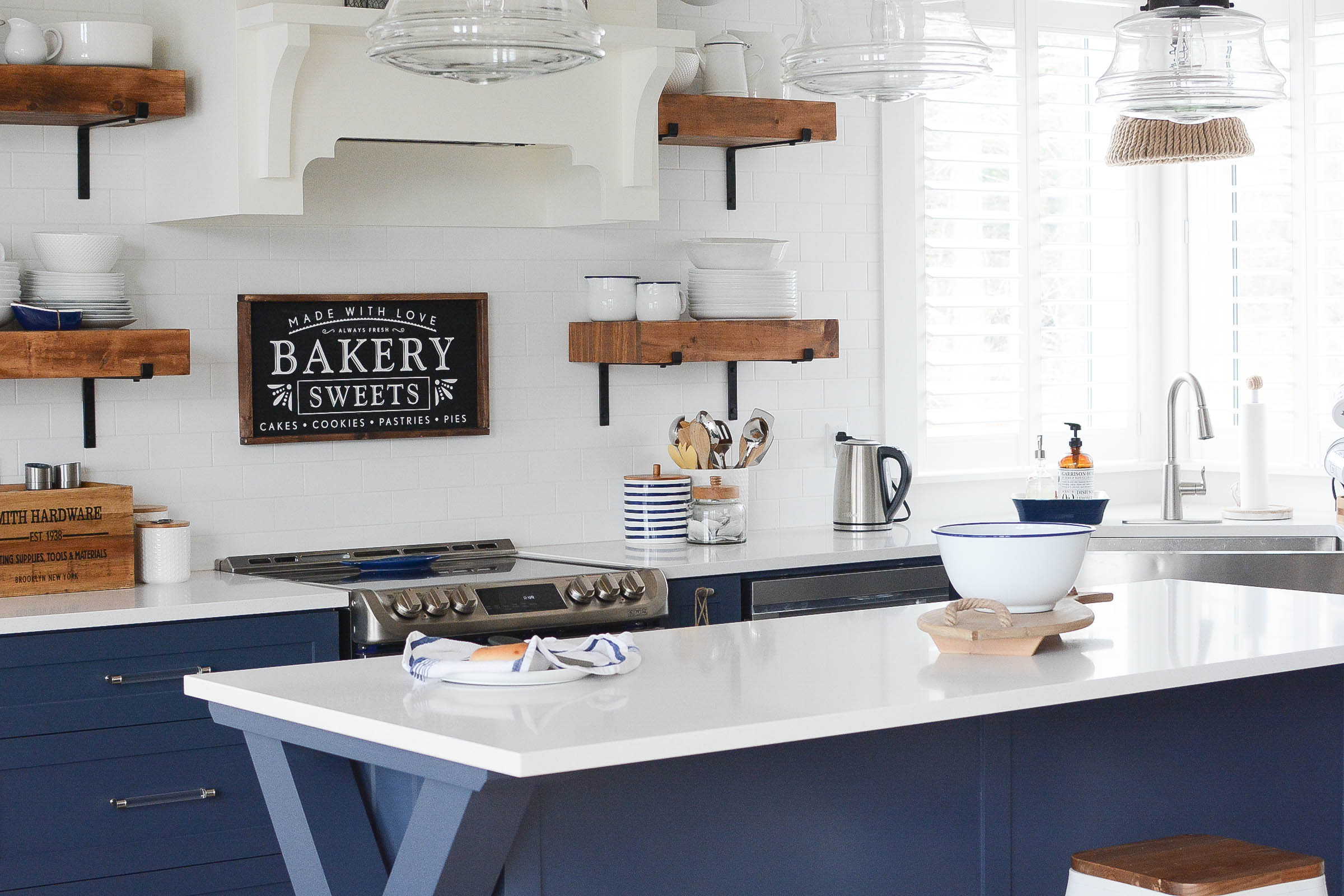 Navy and White Two Toned Kitchen Cabinets & 55 Two Toned Kitchen Cabinets Ideas - A Pop of Pretty Blog (Canadian ...