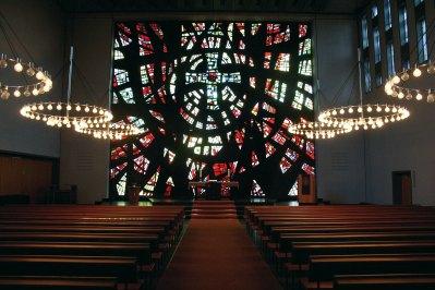 Mosaikfenster von EOK von unter der Empore aus, © Kai Damm-Jonas