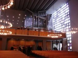 Blick zur Empore, Gottesdienst am 04.04.2010, © Birgit Schröter