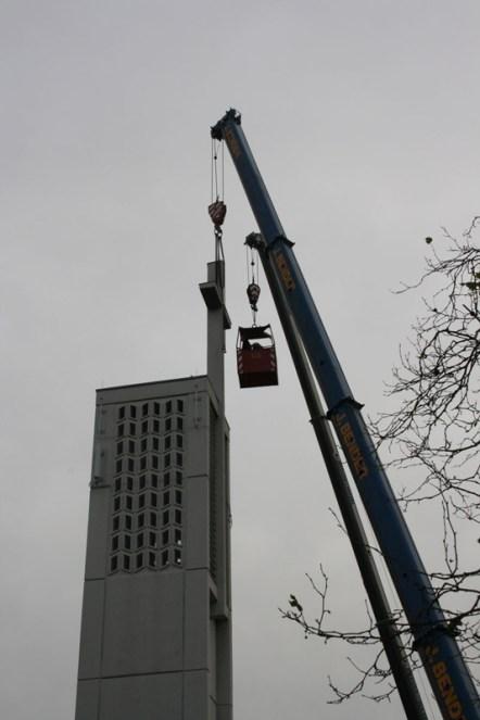 Abtrennen des Kreuzes vom Turm © Beate Sachs