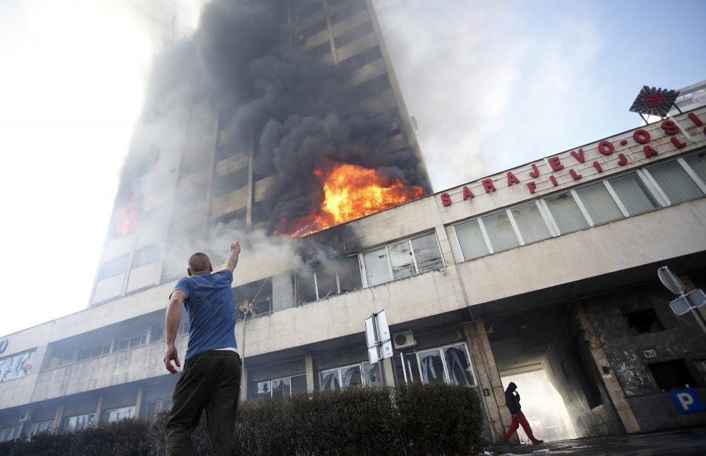公共事務專頁 - 波黑私有化國企失敗爆發內亂