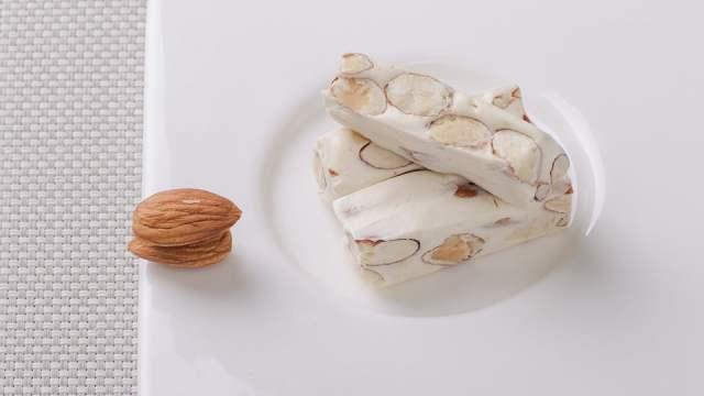 Nougat aux noisettes, amandes et pistaches
