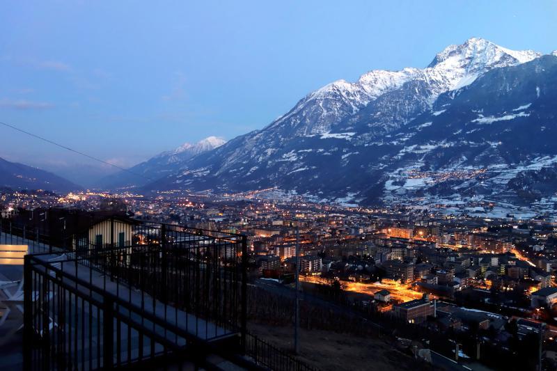 casa vacanze bioula appartamenti aosta panorama_becca_notte-800