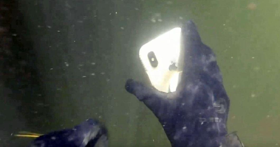 iPhone X bajo el agua