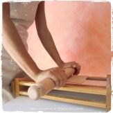 Passare il mattarello sopra la sfoglia :: Chitarra all'oro rosso di Altino di Sara Scutti