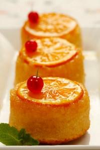 Orange mini cakes :: Food Styling: Orsola Ciriello Kogan | Photo ©AlexeyTryaskov