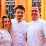 Ale Feraud y Yamila Di Renzo visitan Bis Restaurante