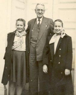Grace, Papa, Sue in Corydon