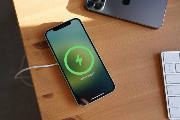 سوف تسبب إزالة منفذ Lightning من iPhone إلى كمية كبيرة من النفايات الإلكترونية