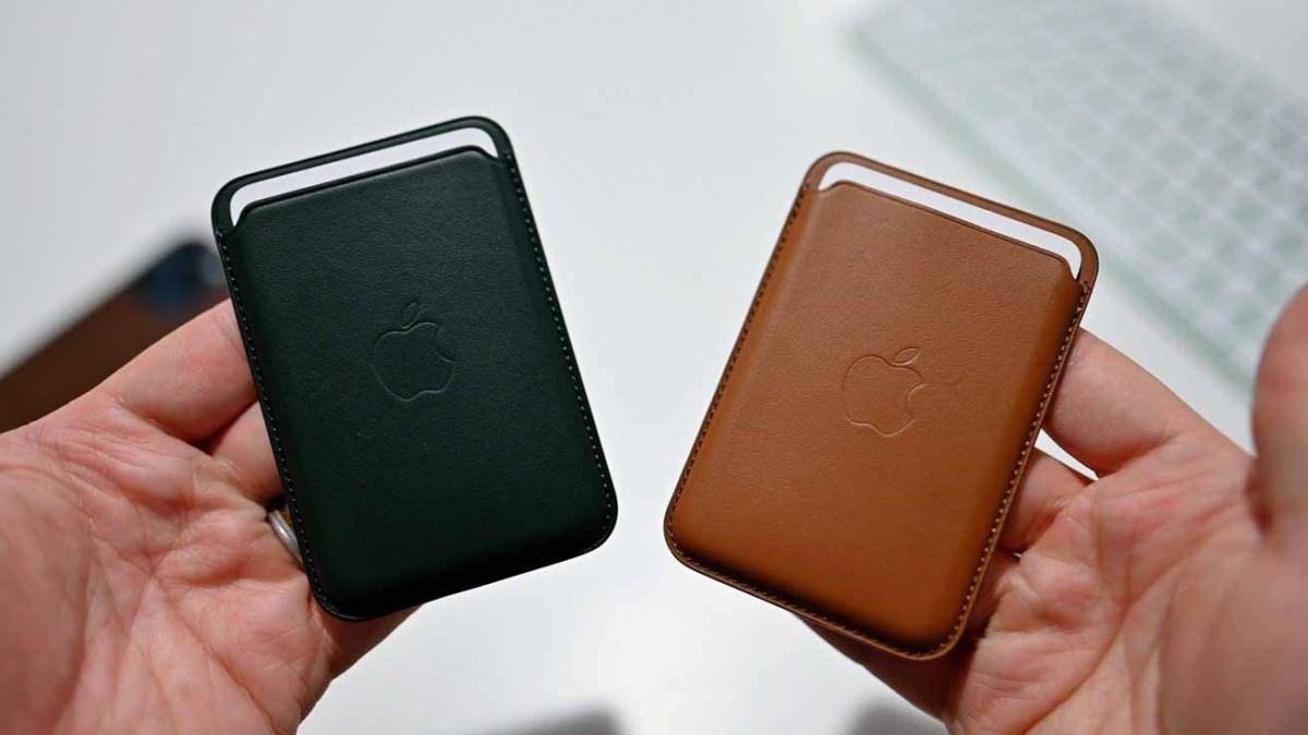Кошелек первого поколения (слева) и кошелек второго поколения (справа)