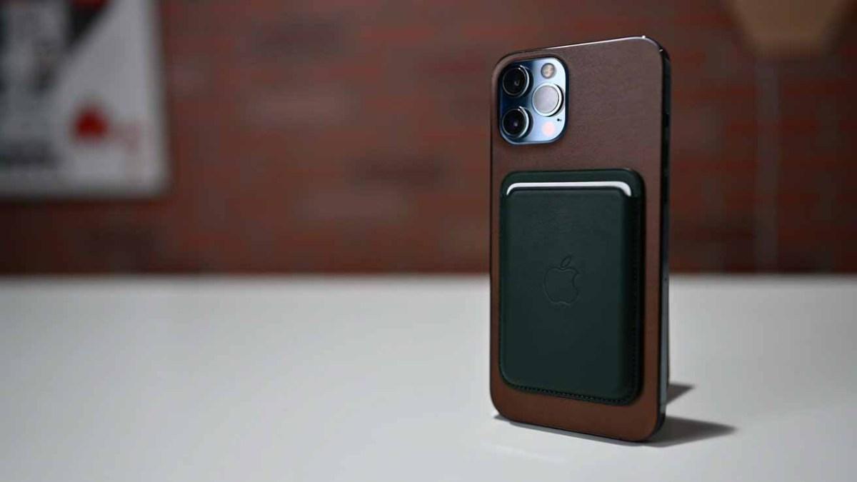 Новый кошелек Apple MagSafe на iPhone 12 Pro Max