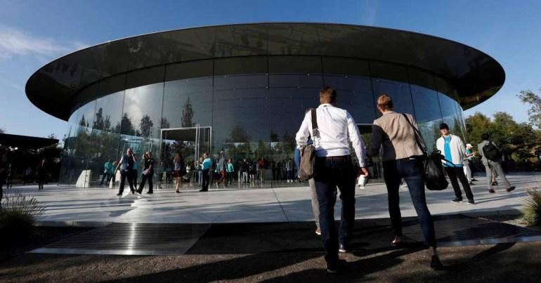 Жалобы сотрудников Apple расследуются советом по труду США