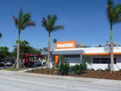 Sign Example - Hooters 4th Street