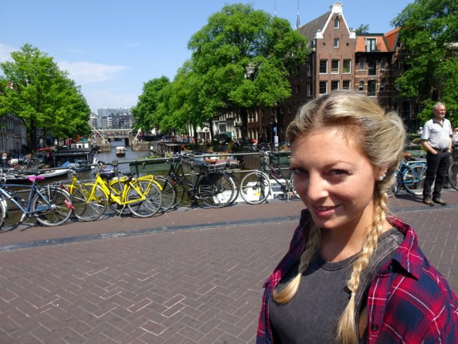 ina auf brücke städtereise amsterdam sehenswürdigkeiten