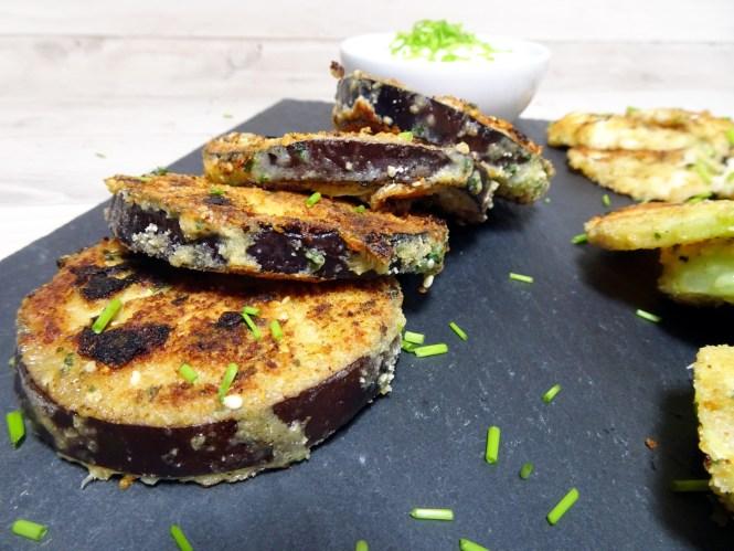 käuse-kräuter kruste auf aubergine