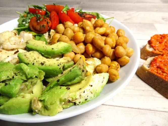 blumenkohl bowl baguette kichererbsen avocado rucola tomate