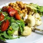 blumenkohl bowl vegan avocado rucola tomate