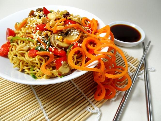 asia nudeln im wok