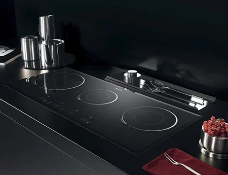 Narrow 3zone induction cooktop by Whirlpool  ACM705NE