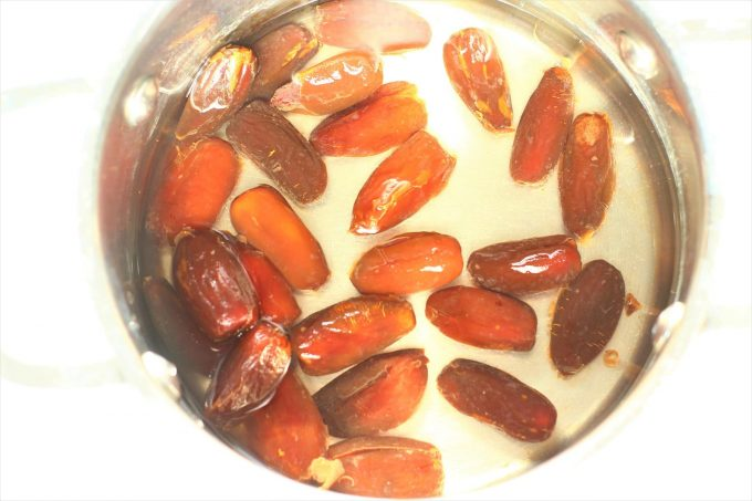 dates in water in a saucepan