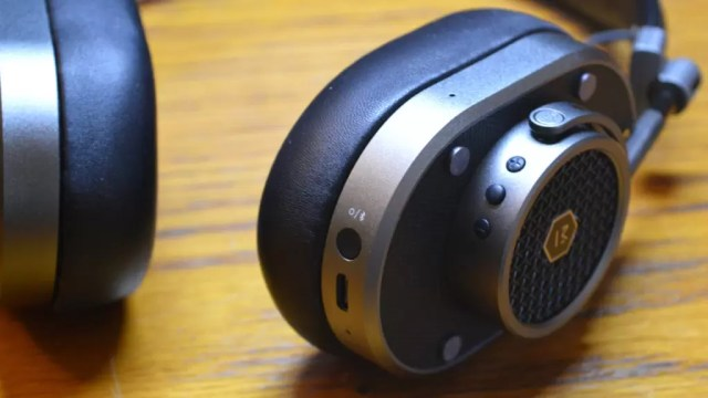 Master & Dynamic MH40 Wireless Buttons