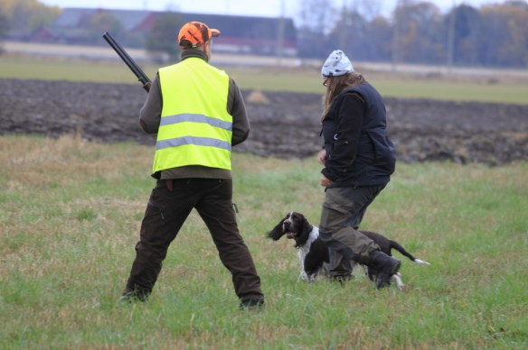 Ruth (with owner Monika next to her) checks out the shooter Christian Seger.