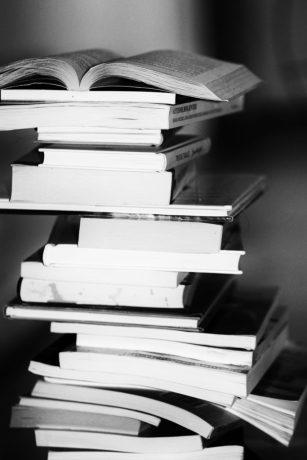 Vitesse de lecture - livres empilés
