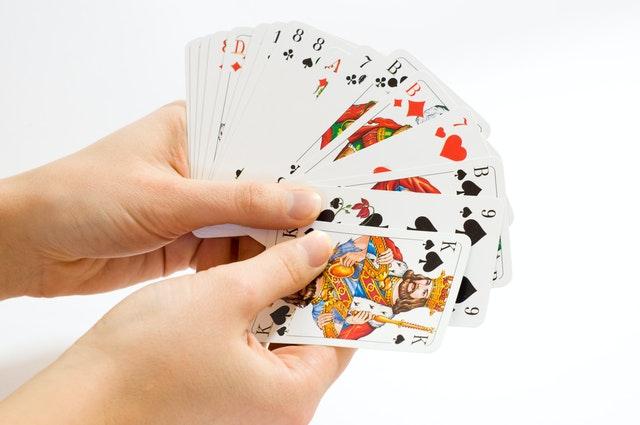 Mémoriser un jeu de 52 cartes tenu à la main