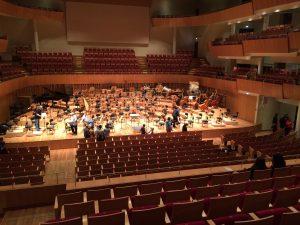 Salle de concert vide avant un concert