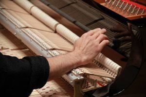 Réglage du piano avant le concert
