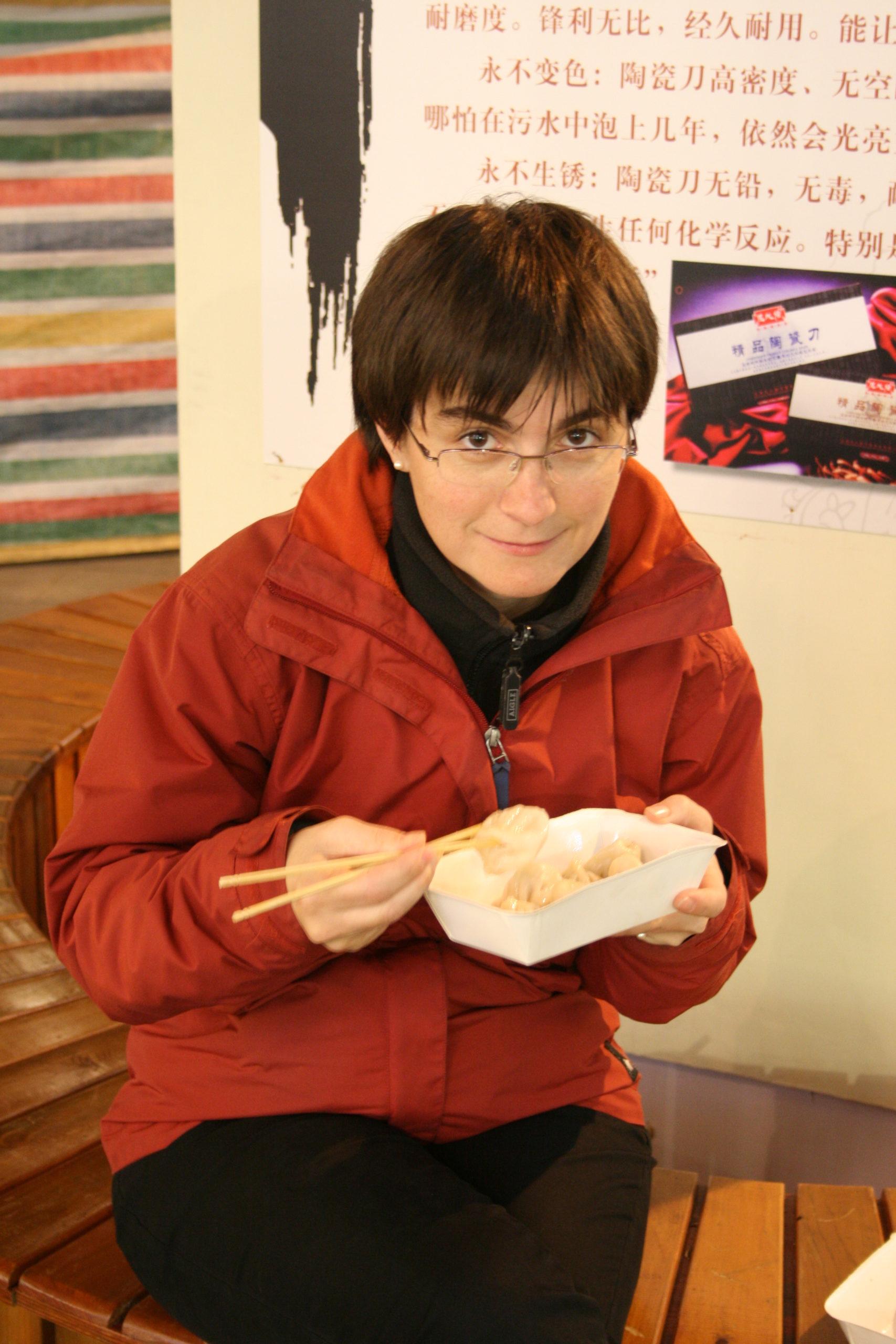 Agnès utilise des baguettes