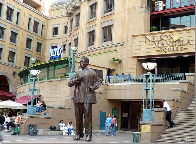statue Nelson Mandela