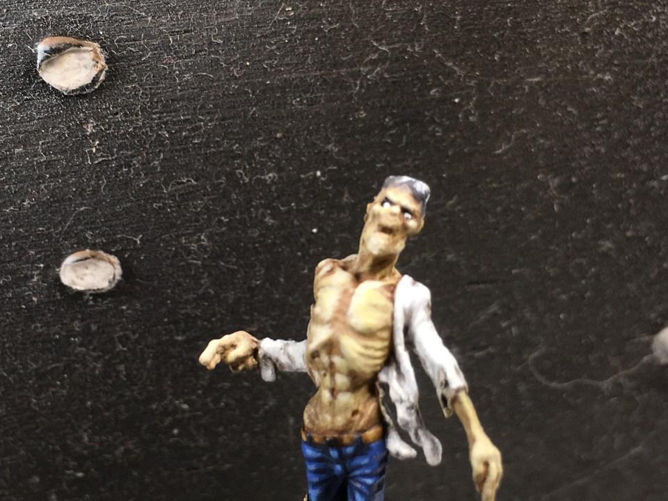 Peindre les yeux d'un zombie