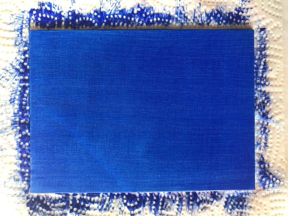 Support recouvert d'une couleur, ici du Bleu Outremer