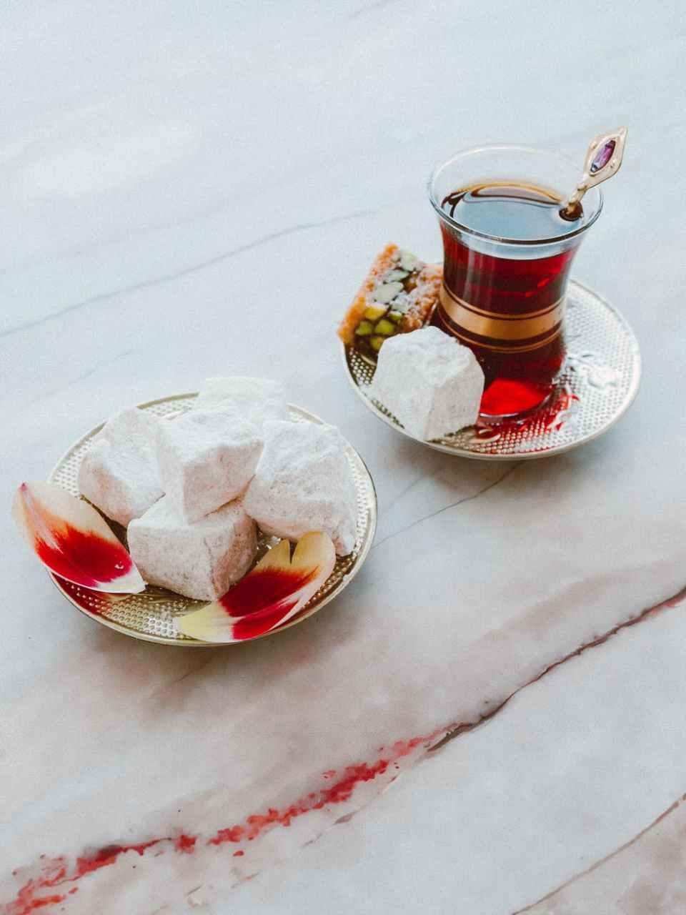 thé avec des loukum