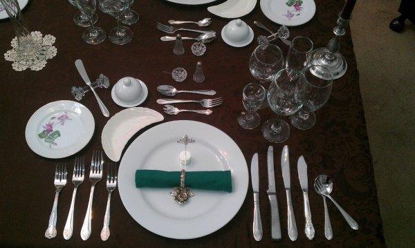 apprendre les bonnes manières à table règles de bienséance et politesse