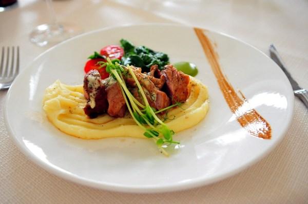 assiette finir terminer étiquette politesse france asie règles usage à table restaurant terminer le plat recevoir