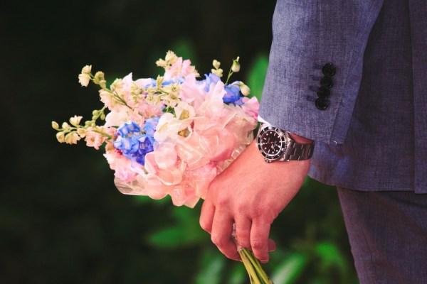 offrir fleurs nadine de rothschild, art de vivre à la française, langage fleurs, rose rouge couleur passion, fleurs jamais offrir